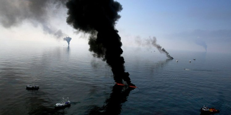 BP Posts Loss as Oil Spill