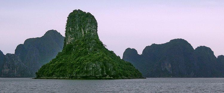 Vietnam - Halong Bay - 06