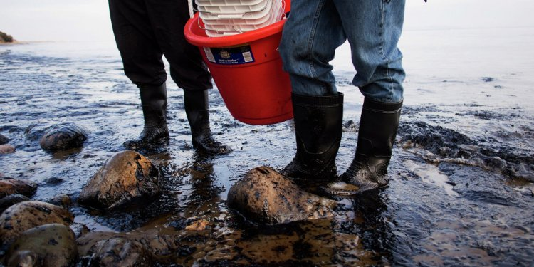 Major Oil Spill Occurs in