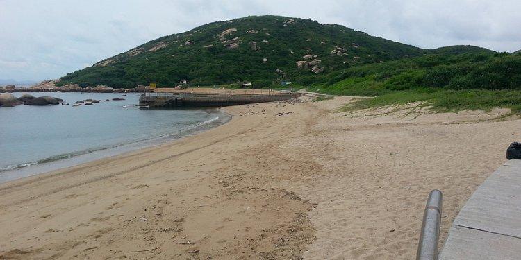Oil Spill at Shek Pai Wan, Lamma Island