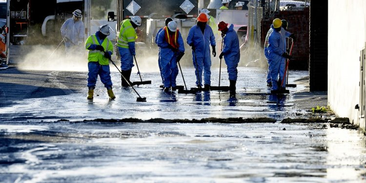 Oil spill in L.A. causes big