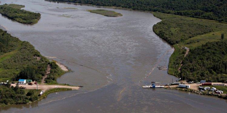 Oil spill North Saskatchewan