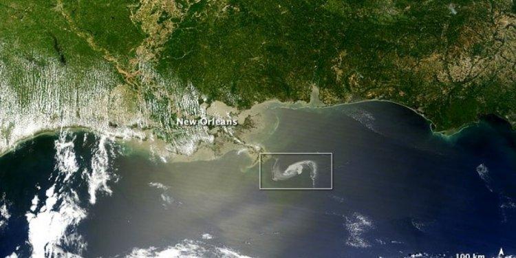 Oil_Spill_Nears_Coast_3