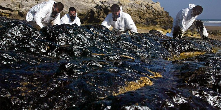 Spain: Prestige oil spill