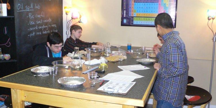 STEM Mom: Marine Oil Spill Lab