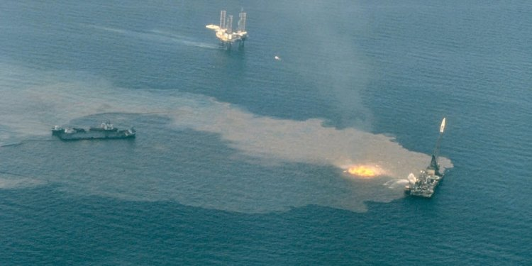 Major oil spills in the world