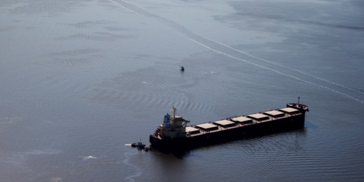 Solutions to oil spills
