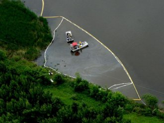 Submerged Oil Recovery from Kalamazoo River