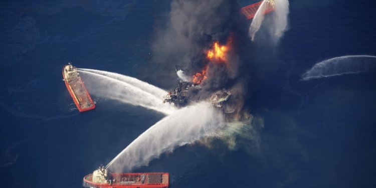 What caused the BP oil spill explosion?